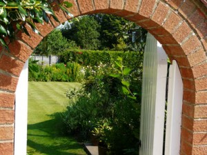 Arch-to-Rear-Gardens-2